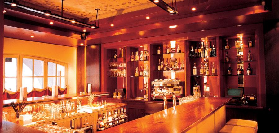 Austria_Kitzbuhel_Hotel-Schwarzer_Adler_bar.jpg
